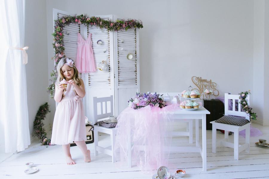 Mädchen, Cupcake, Blumenschmuck, Lifestyle, Fotograf, Kinder, Kathrin Stahl, Hamburg