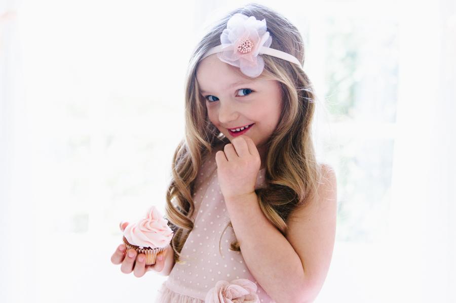 Mädchen, Cupcake, Blumenschmuck, Lifestyle, Fotograf, Kinder, Kathrin Stahl, Hamburg, 007