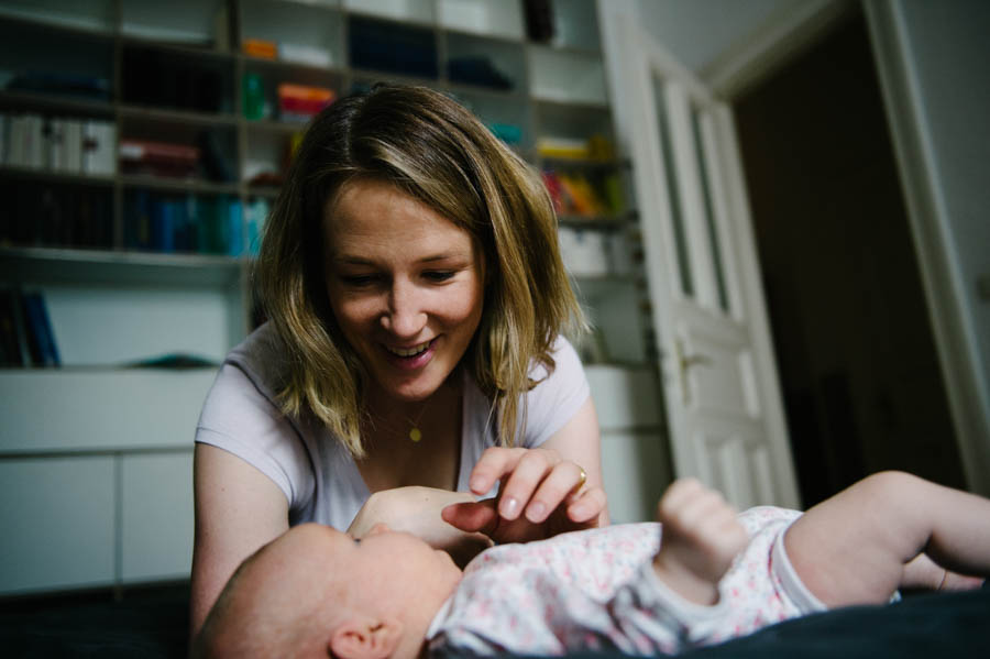 newborn-zuhause-fotograf-reportage-hamburg17