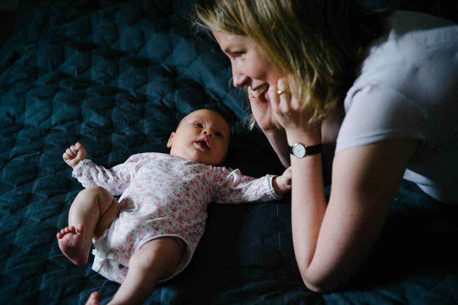 newborn-zuhause-fotograf-reportage-hamburg18