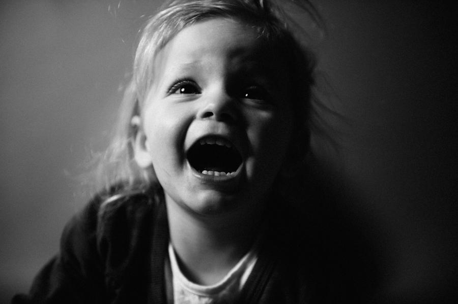 Foto, Kind, ungestellt, Portrait, schwarz-weiß, lachen