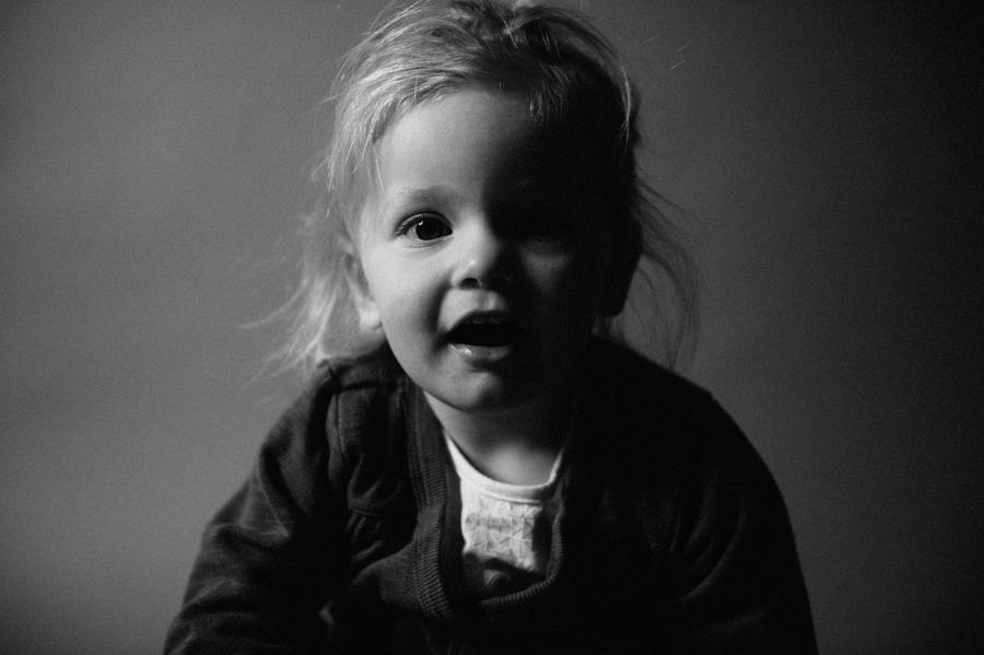 ungestellt, Portrait, Kind, schwarz-weiß, Fotograf, Hamburg