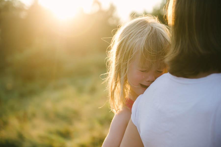Familiengeschichte in Fotos, Reportage, Kind, weint, Mädchen, Sonne, im Freien, Kathrin Stahl