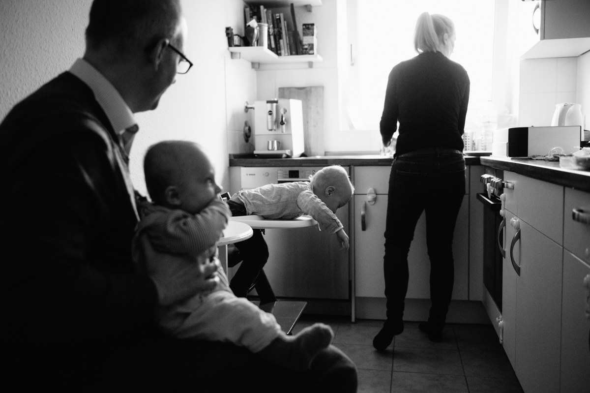 Documentary Family Photographer, Kind, Decke, Fotograf, Kathrin Stahl