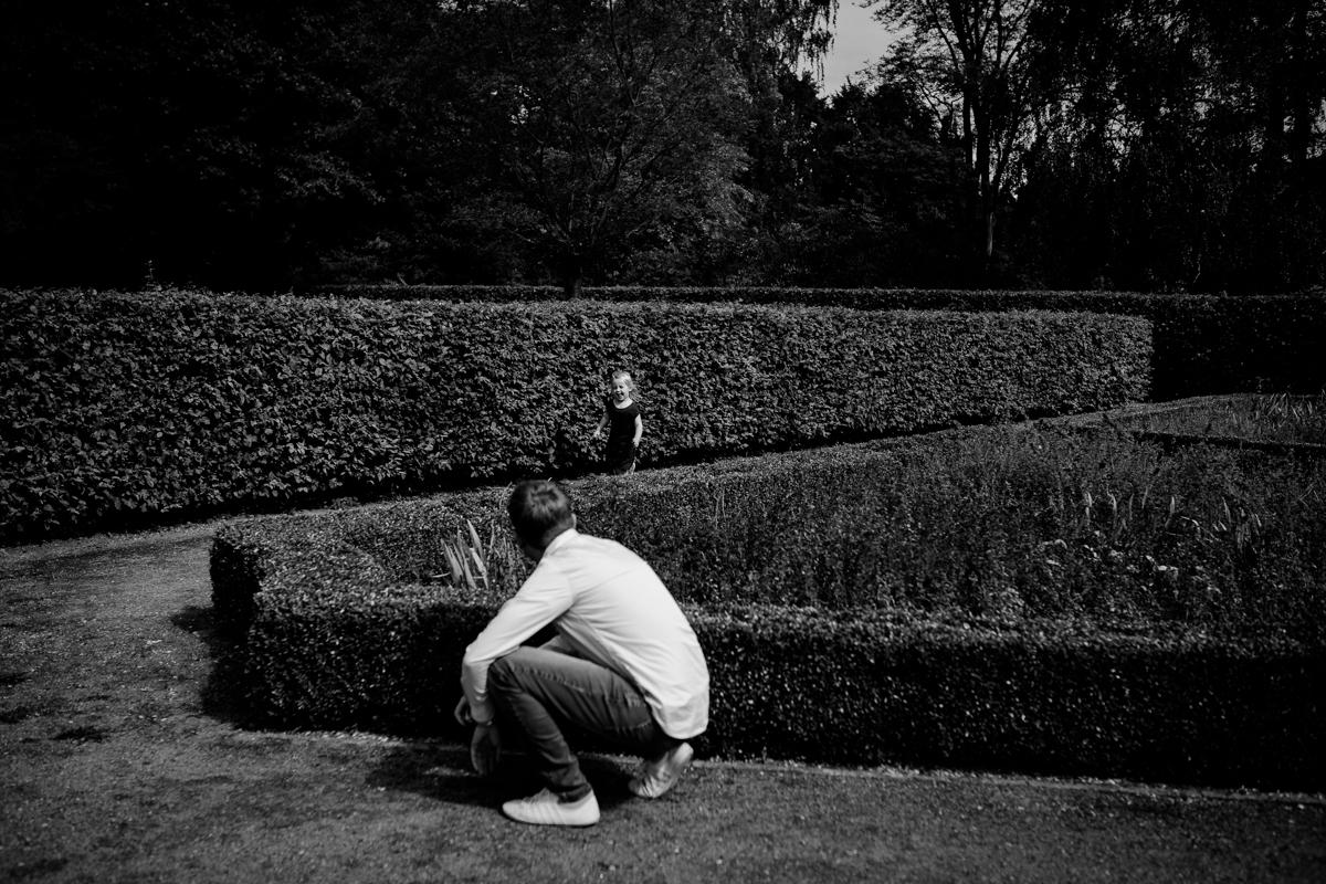 Verstecken spielen, Foto, schwarzweiss, Kathrin Stahl